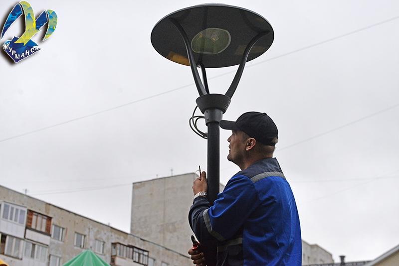 В мурманском сквере вандалы разбили фонари