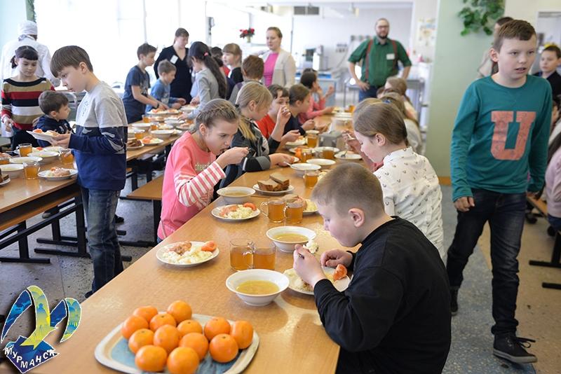 В 10 школах Мурманска открылись образовательные лагеря